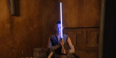 """Disney pokazał, jak wygląda """"prawdziwy"""" miecz świetlny"""