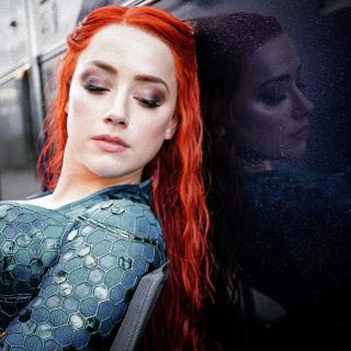 Aquaman - Amber Heard na zdjęciu zza kulis