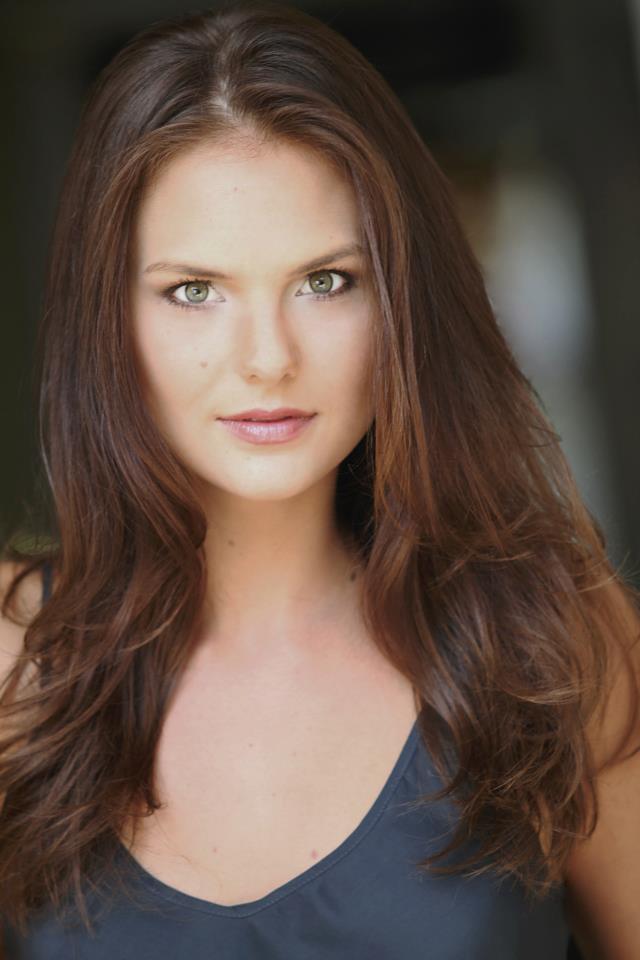 Cassandra Jean Amell - zdjęcie