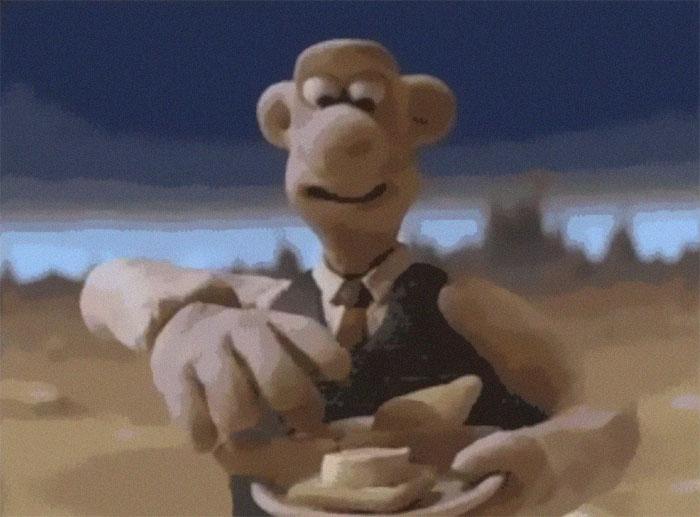 """W animacji """"Wallace i Gromit: Podróż na Księżyc"""" z 1989 roku pierwszy z tytułowych bohaterów wypowiada angielskie słowo """"Wensleydale"""" – twórcy uznali, że w trakcie wypowiadania tego wyrazu twarz Wallace'a robi się przyjazna i jednocześnie eksponuje uzębienie. Sęk w tym, że fabryka sera Wensleydale z prawdziwego świata w tym samym czasie miała ogłosić upadłość. Sukces animacji sprawił, że ludzie zaczęli masowo wykupywać przedmioty produkowane przez firmę i dzięki temu mogła ona przetrwać."""