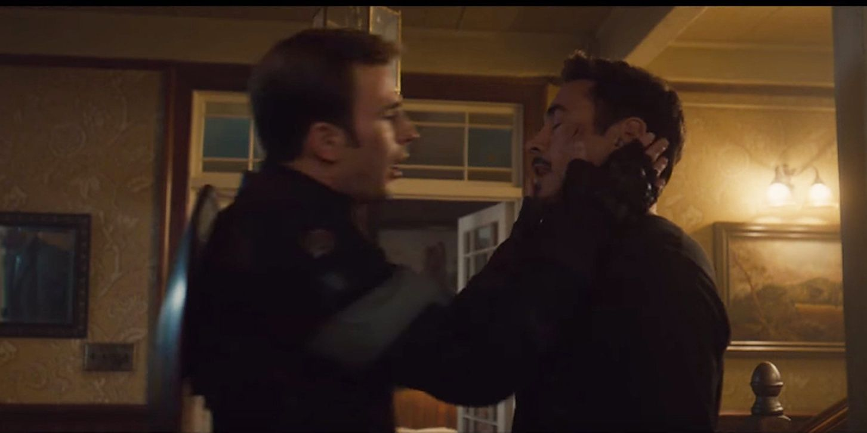 """Bonus: Kapitan Ameryka całuje Iron Mana w filmie """"Avengers: Czas Ultrona"""" – scena została usunięta z ostatecznej wersji produkcji (pocałunek wymyślił Chris Evans)"""